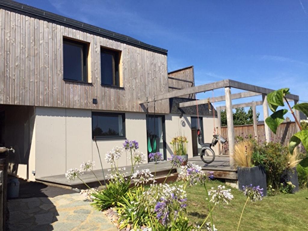 LOCATION SAISONNIERE - Petite Villa de pêcheur entièrement rénovée située dans un environnement privilégié à 2 pas de la plage !