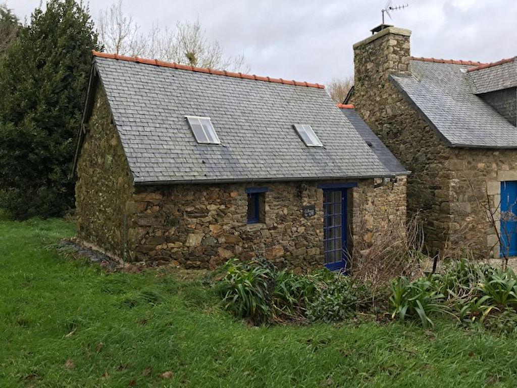La Bergerie - Studio dans une belle longère en pierre, typique avec ses jolis volets bleus