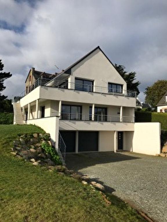 LOCATION SAISONNIERE - Maison contemporaine de 2021, idéalement située en retrait et offrant une jolie vue mer